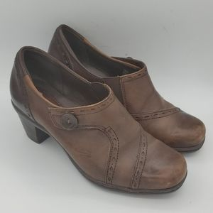 Earth Origins Marla 2 brown leather booties 6M